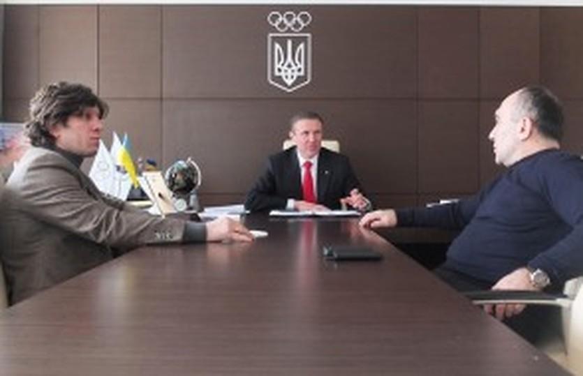 Сергей Бубка с Эльбрусом Тедеевым и Русланом Савлоховым, noc-ukr.org