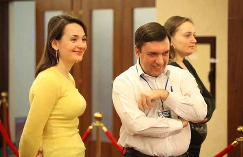 Михаил Бродский рядом с Екатериной Лагно, fide.com