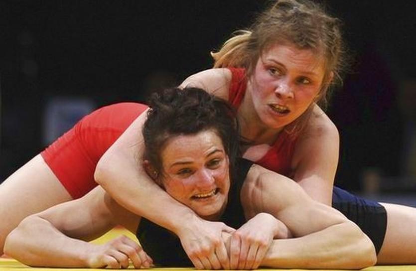 На этот раз Юлия Благиня (в красном) Эстере Добре проиграла, Getty Images
