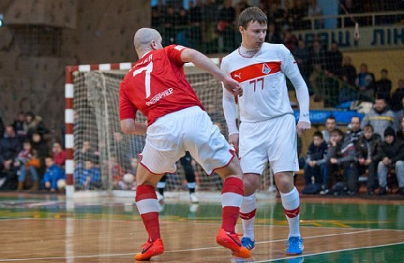 Дмитрий Клочко (справа), НФК Ураган