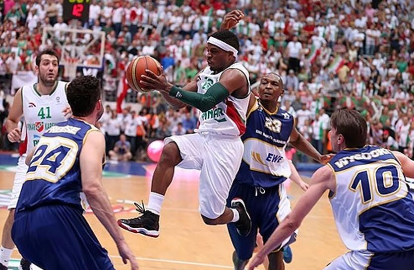 Диксон принес Каршияке победу, fibaeurope.com