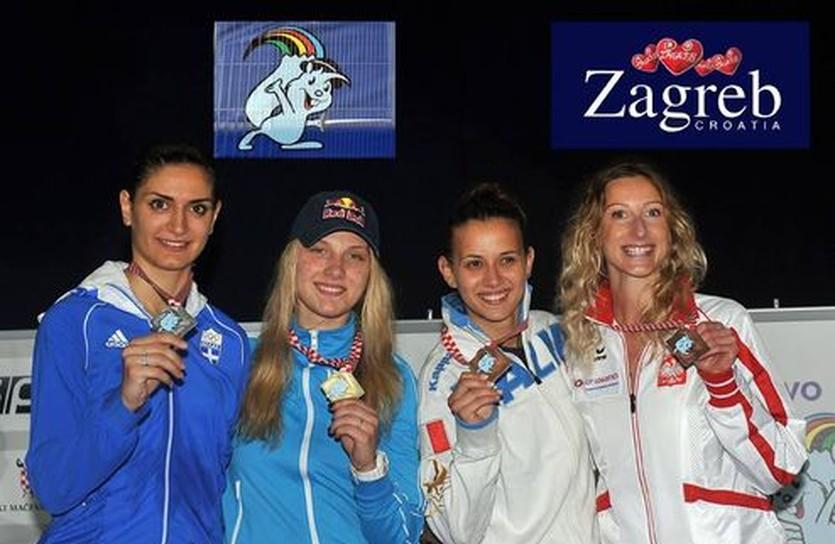 Ольга Харлан (вторая слева) в компании призеров ЧЕ-2013, FencingPhotos.com