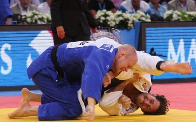 Виталий Дудчик (в синем), judoinside.com