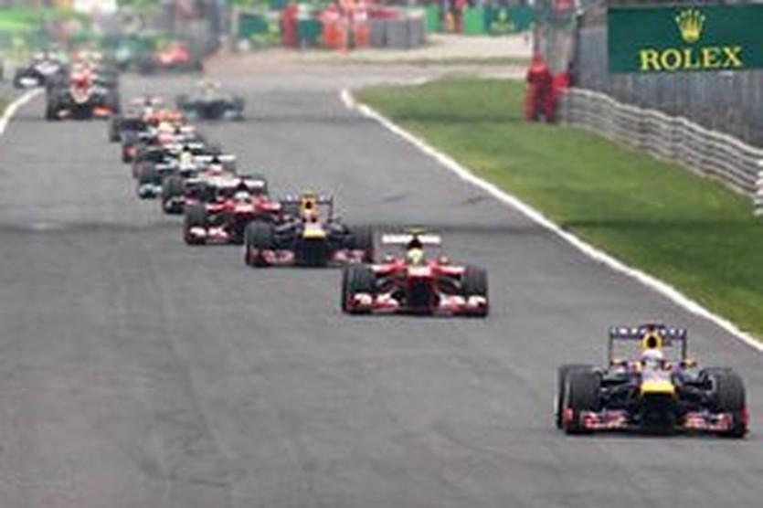 Феттель лидирует на гонке в Монце, autosport.com