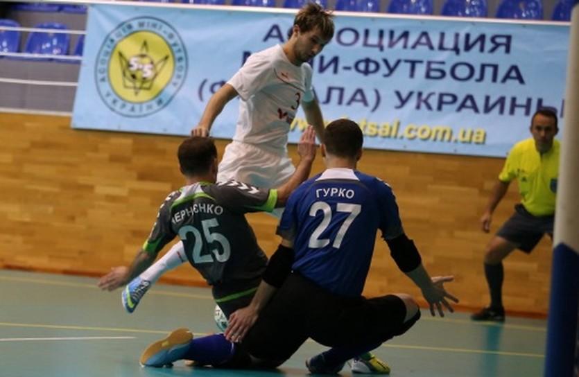 Евгений Клочко (в белом), фото МФК Локомотив