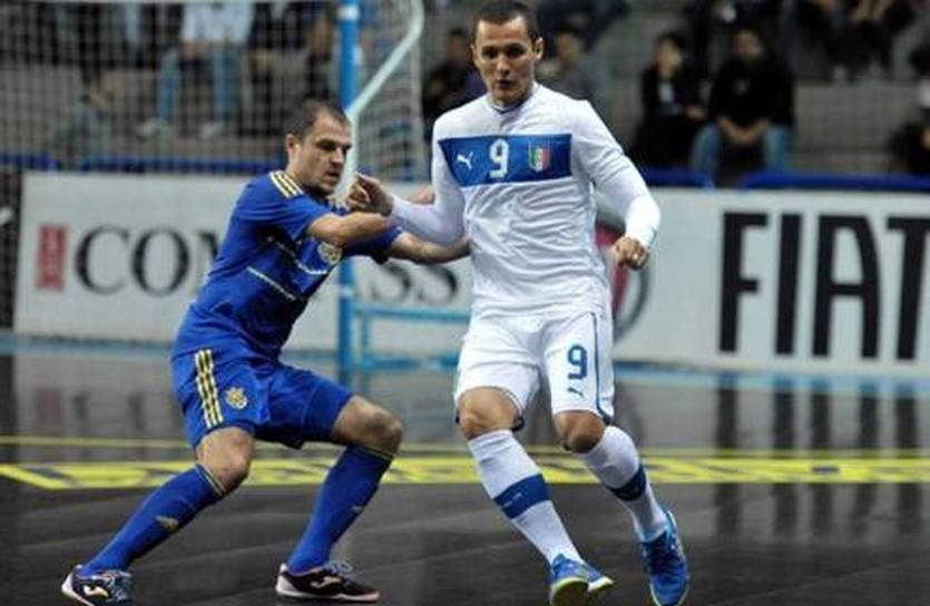 Дмитрий Бондарь (в синем), фото Nazionale Italiana Futsal