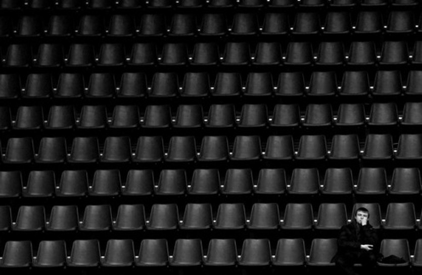 Трибуны остаются пустыми..., фото Ильи Хохлова