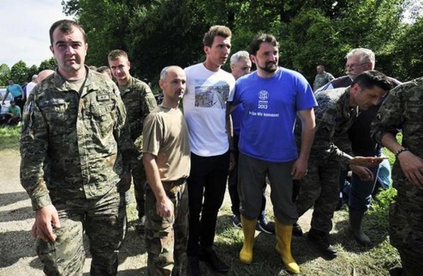 Участник борьбы с наводнением, фото Jutarnji list