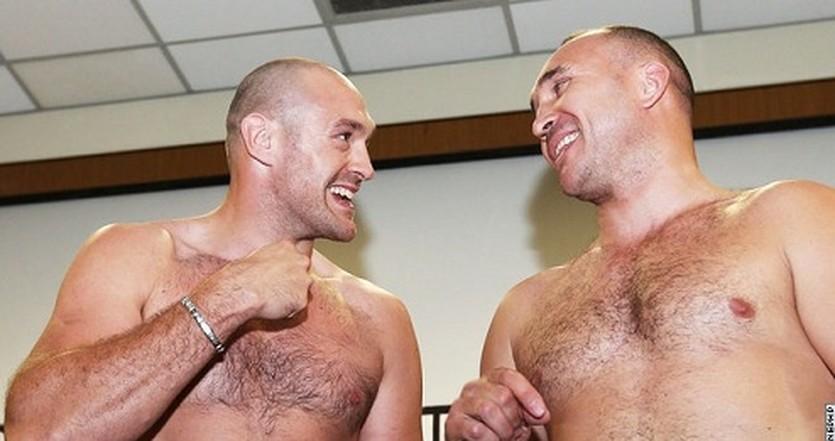 Тайсон Фьюри и Александр Устинов на взвешивании, boxingscene.com/