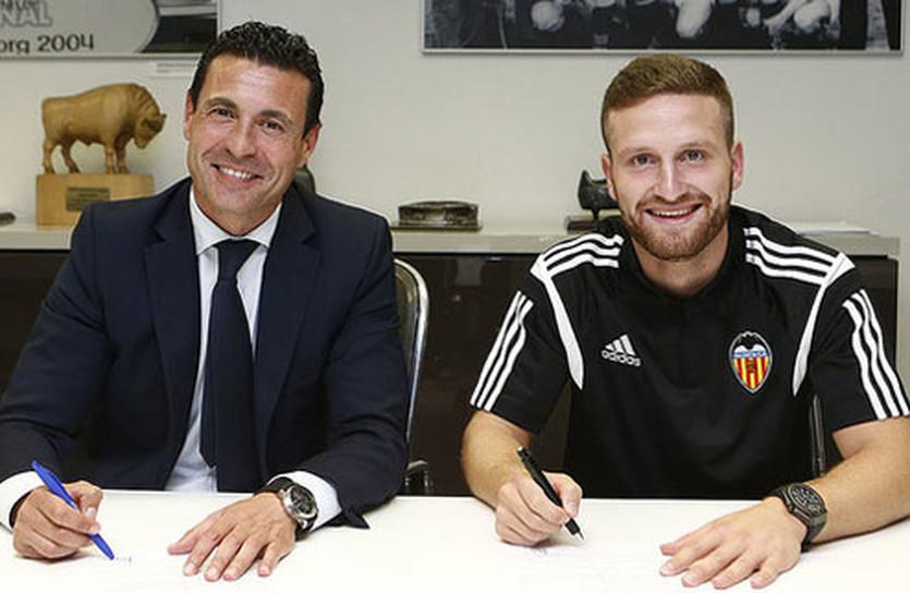 Шкодран Мустафи (справа), фото ФК Валенсия