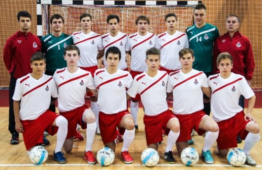 Андрей Киданов (второй справа в нижнем ряду), фото МФК Локомотив