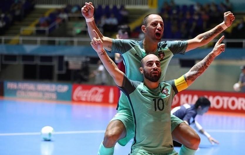 Португальцы празднуют гол в ворота сборной Азербайджана