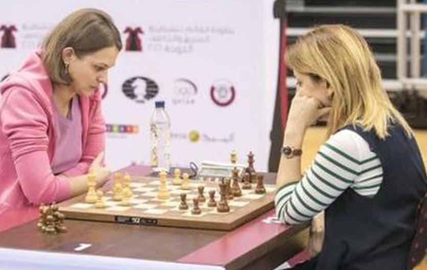 Анна Музычук (слева)