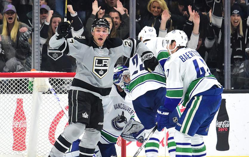 НХЛ: Чикаго увез победу из Нэшвилла, Тампа по буллитам обыграла Баффало