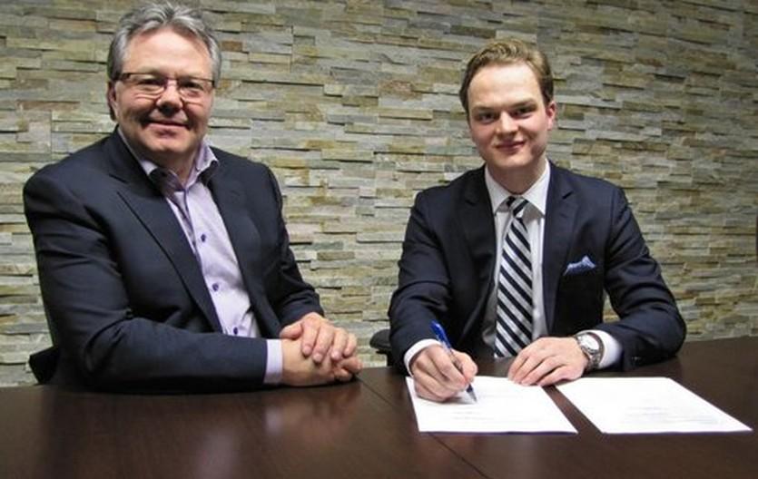 Новый клуб НХЛ Вегас Голден Найтс подписал первого хоккеиста