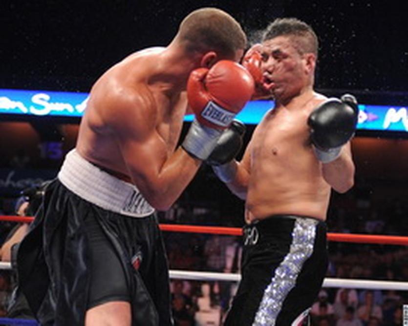 Манфредо атакует, boxingscene.com