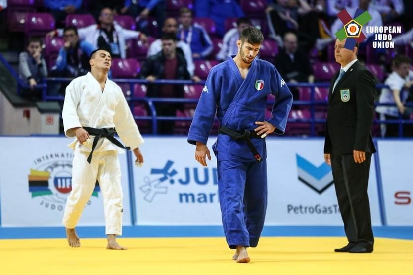 Георгий Зантарая (в белом)