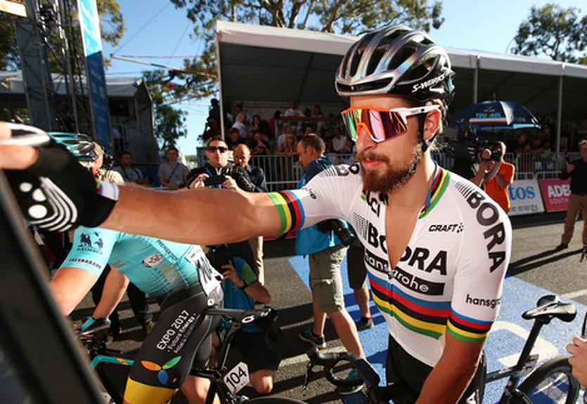 Чемпион мира едва не переехал на велосипеде собачницу во время гонки