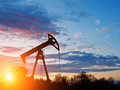 Цены на нефть сегодня торгуются на отметке в 50 долларов за баррель