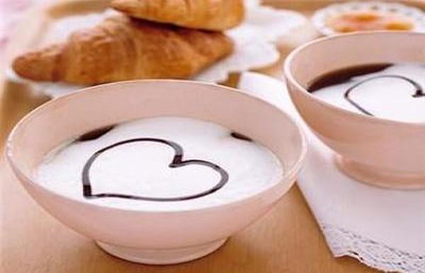 Романтическое послание в чашке кофе
