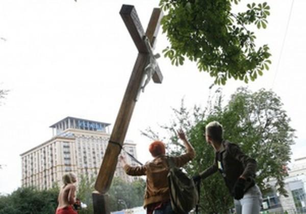 ����� FEMEN, ��������� ������������ � ��������