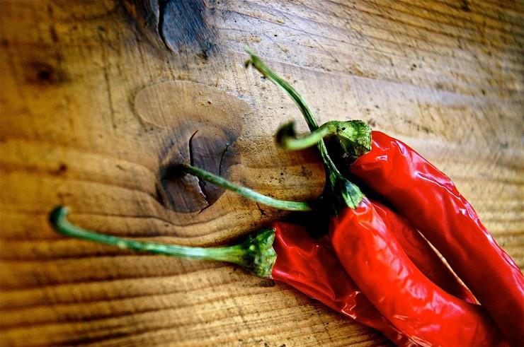 Как правильно удалить семена из перца чили