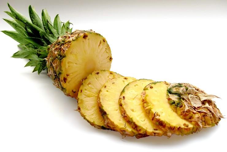 Как почистить ананас (видео)