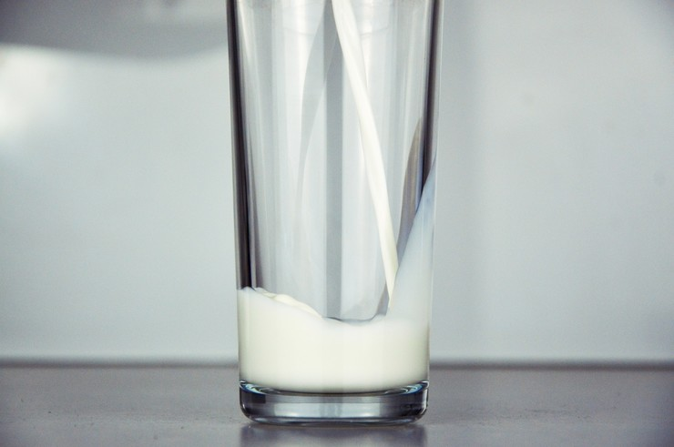 Как просто проверить качество молока