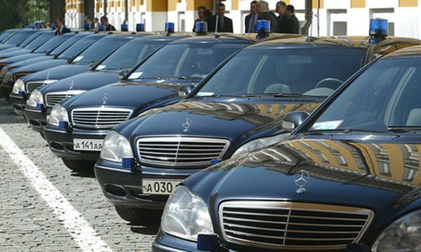 В России предложили в ответ на санкции запретить госзакупки Mercedes и BMW