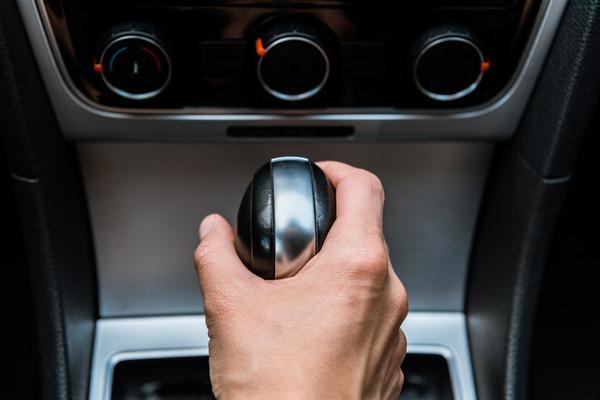 Как часто менять масло в коробке передач: что нужно знать