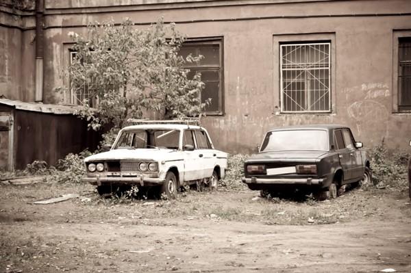 Как избавиться от заброшенного авто во дворе: Инструкция